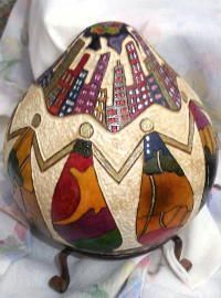 Amazing gourd art, carved in Victoria BC. Carved squash bowls, gourd ornaments, masks, vases & more! Decorative Gourds, Hand Painted Gourds, Gourds Birdhouse, Hawaiian Art, Art Carved, Gourd Art, Stained Glass Patterns, Aboriginal Art, Native Art