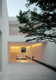 John Pawson - Tetsuka house, Tokyo 2005 \\ would be cute if this was a terrace… Minimalist Architecture, Modern Architecture House, Futuristic Architecture, Residential Architecture, Interior Architecture, Ancient Architecture, Sustainable Architecture, Landscape Architecture, Atrium