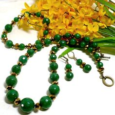 Time to spice up your autumn and winter wardrobes.  This is a perfect set with necklace, bracelet and earrings in a wonderful holiday green shade and sparkling bronze crystals.  The green mountain jad