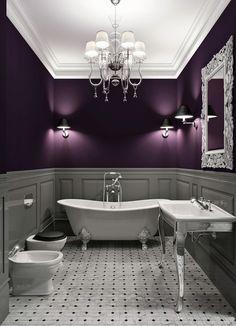 Темно-фиолетовые стены в интерьере ванной комнаты