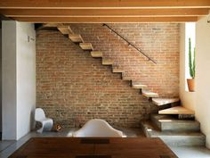 House in Casale (photo Adriano Pecchio) Stairs In Living Room, House Stairs, My Home Design, Modern House Design, Staircase Remodel, Modern Stairs, Grand Homes, House Extensions, Staircase Design