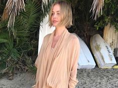 Lara Worthington doesn't look like this anymore and we're obsessed - Entertainment NovaFM Holiday Fashion, Holiday Style, Lara Worthington, Love Her Style, Hairdresser, Her Hair, Hair Makeup, Hair Cuts, Street Style