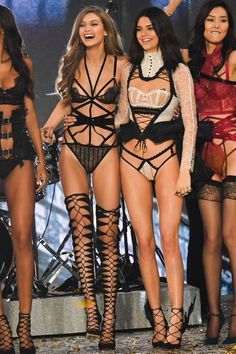 Gigi Hadid Victoria Secret, Moda Victoria Secret, Victorias Secret Models, Victoria Secret Fashion Show, Victoria Secrets, Victoria Fashion, Victoria Secret Body, Belle Lingerie, Red Lingerie
