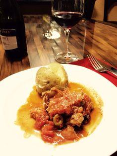 Pollo Toscano inspiración propia con papa glaseada de aceite aromatizado con ajo y hierbas. Liviano pero delicioso.