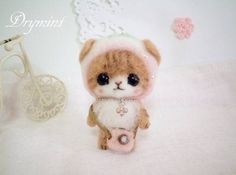 adorable kawaii-style needle felted kitty