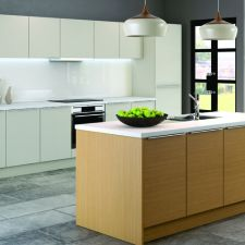 Inline Matt Blonde Oak and Matt Ivory - the brand new Inline range is the perfect option for those looking for a modern, handleless look for the kitchen. Contemporary Kitchen Inspiration, Modern Kitchen Design, Contemporary Kitchens, Modern Kitchens, Open Space Living, Open Plan Living, Living Spaces, Living Room
