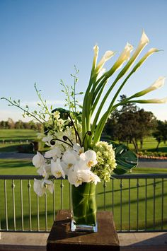 Beautiful Green And White Flower Arrangements Ideas 22 - Trendehouse Altar Flowers, Church Flowers, Wedding Flowers, Estilo Floral, Arte Floral, Large Flower Arrangements, Wedding Arrangements, Ikebana, White Flowers