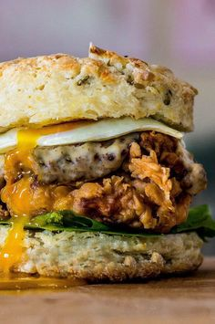 There are few dishes that are more indulgently delicious than the all-American comfort food of fried chicken and biscuits. Up your weekend brunch game to the next level with this breakfast-sandwich version.#breakfastrecipes #brunchrecipes #breakfastideas #brunchideas Fried Chicken Sandwich, Fried Chicken Recipes, Wine Recipes, Cooking Recipes, Cooking Ideas, Chicken And Biscuits, Chicken Sausage, Southern Breakfast, Biscuit Sandwich