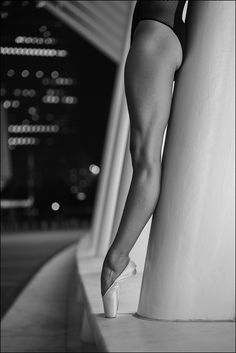 Ballerina Project — Melissa Chapski - The Oculus, New York City The. Pointe Shoes, Ballet Shoes, Ballet Body, Belly Dancing Classes, Ballerina Project, Ballet Photography, Modern Dance Photography, Dance Poses, Ballet Beautiful