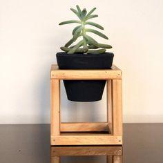 Vaso Cerâmica Nº01 em Suporte de madeira - Decoração