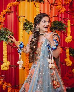 (C) Outfit: lizpaulofficial | 📸: the_wedding_files | #wittyvows #bridesofwittyvows #mehendioutfit #mehendilook #mehendibride #wednesdayvibes #trending #viralpost Mehendi Outfits, Offbeat Bride, Lehenga Designs, Sari, Glamour, Indian, Pretty, Unique, Wedding