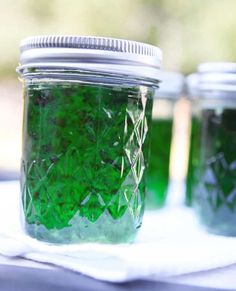 Pip & Ebby - Pip & Ebby - Hot pepper jelly For Mark. Don't think I'll like spicy jelly. Green Pepper Jelly, Jalapeno Pepper Jelly, Pepper Jelly Recipes, Stuffed Jalapeno Peppers, Stuffed Green Peppers, Jalapeno Recipes, Jalapeno Ideas, Jam Recipes, Canning Recipes