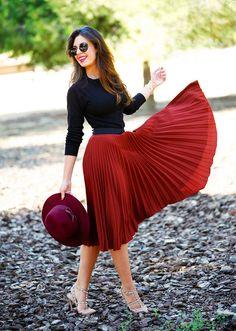 Black blouse and red midi skirt Black blouse and red midi skirt Mode Outfits, Trendy Outfits, Fall Outfits, Trend Fashion, Look Fashion, Womens Fashion, Fashion Fall, Fashion Ideas, Fashion Tips