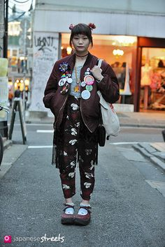 Street Style: the Fashion Overdose on the Streets. Japanese street fashion in Harajuku, Tokyo Tokyo Street Fashion, Tokyo Street Style, Street Style Trends, Japanese Street Fashion, Japan Fashion, Korea Fashion, Japanese Fashion Styles, Tokyo Style, Japan Street