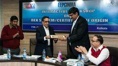 Shri Arun Kumar Garodia, Regional Chairman, EEPC India (ER) is giving a small memento to Shri Vijay K Singh , Joint Director (Incharge), Export Inspection Agency (EIA), Govt. of India.