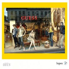 Arte na vitrine loja GUESS.