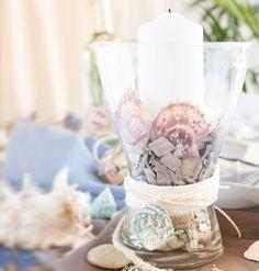 Eine liebevoll im maritimen Stil dekorierte Vase