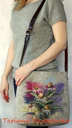 beautiful floral wool painting on purse Felt Purse, Diy Purse, Felted Bags, Needle Felting Tutorials, Art Bag, Unique Purses, Felt Patterns, Nuno Felting, Handmade Design