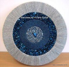 Composition: sisal Castor, stone Jasper Grenada, sisal Raw, stone White Quartz and stone Agate Brown in the center.