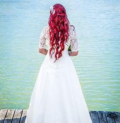 Red hair bride Red Hair Brides, Wedding Photography, Wedding Dresses, Fashion, Bride Dresses, Moda, Bridal Gowns, Fashion Styles, Weeding Dresses