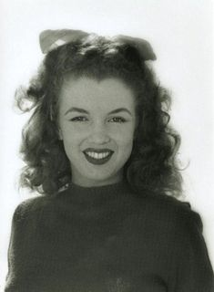 Marilyn Monroe 1945, photographed by Andre De Dienes.