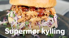 Revet kylling à la «pulled chicken» Pulled Chicken, Pulled Pork, Cheat Meal, Kefir, Coleslaw, Salmon Burgers, Street Food, Poultry, Food Inspiration