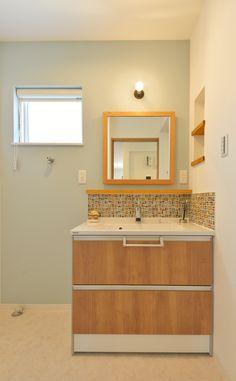洗面室 既製品の洗面台に個性豊かなタイルを組み合わせたハーフオーダー仕様。  #洗面#タイル#おしゃれ#洗面造作#洗面オーダー#カフェ#かわいい#清潔感 Natural Interior, Bathroom Design Small, Bathroom Renos, Japanese House, Home Decor Bedroom, Dressing Room, Basin, Mirror, Furniture