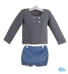 Conjunto de chaqueta gris de lana cruzada en el delantero y ranita de  micropana para bebés e8a647a73109