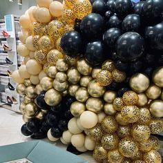 """Yᴏᴜʀ Bᴀʟʟᴏᴏɴs ➪ Eᴠᴇɴᴛsᴛʏʟɪɴɢ op Instagram: """"𝙲𝚘𝚖𝚎 𝚝𝚘 𝚝𝚑𝚎 𝚠𝚒𝚕𝚍𝚜𝚒𝚍𝚎! 🐆 #wildside #lekkerprintjewel #panterisaltijdgoed #havefun #helloyourballoons #yourballoons #ballonnenboog…"""" Ornament Wreath, Ornaments, Have Fun, Balloons, Wreaths, Instagram, Home Decor, Globes, Decoration Home"""