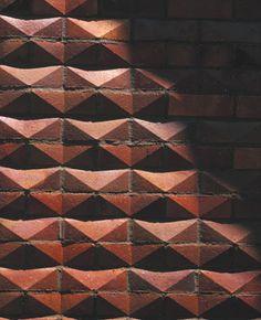 Harmer : Gatehouse Mausoleum, travail de la brique, à facettes