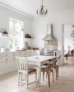 Simple white kitchen - Cuisine blanche sans flafla