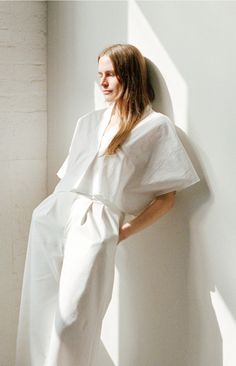 blanc et blanc - apiece apart demetra kaftan top and taiyana wide leg pant Minimal Fashion, White Fashion, Look Fashion, Womens Fashion, Fashion Design, Steampunk Fashion, Gothic Fashion, Spring Fashion, Beige Outfit