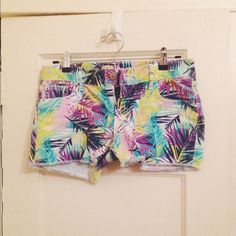 Tropical shorts Colorful tropical leaf shorts. 2 pockets on front and back. Old Navy size 2, so fits a little bigger.  ❌NO TRADES❌REASONABLE OFFERS only accepted only through offer button❌ Old Navy Jeans