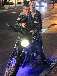 Star Tracks: Wednesday, May 20, 2015 | DAREDEVILS | While filming Nerve in N.Y.C. on Tuesday night, Emma Roberts and Dave Franco prepare to race away on their motorcycle.