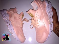 Designer Clothes, Shoes & Bags for Women Nike Air Huarache White, Nike Huarache, Rose Gold Shoes, Pearl Shoes, White Shoes, Mode Shoes, Gucci, Adidas, Custom Shoes