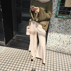 Pleated everything, yes?  (Wearing EH!xFV collection by @schaalyahya both are pleated top and pants in army green and nude from @fashionvaletcom @ehmalaysia #ehxfashionvalet #ehxfvxscha #fashionvalet #fvootd #ehmalaysia)