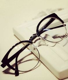 Retro Clear Cat-Eye Shaped Eyeglasses Frames That Looks Spectacular On One.