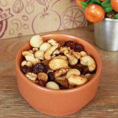 Snack Cranberry n' Macadâmia:  Com inúmeras propriedades antioxidantes, esse snack faz muito bem para o organismo. Combate os radicais livres, além de promover a saciedade e garantir uma alimentação equilibrada ao longo do dia.   #healthysnacks #snacks #trailmix #madeinnatural #snackssaudáveis #cranberry #nuts #macadamia