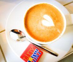 Zo... eerst koffie... with a little love & #TonyChocolonely! #coffee #withlove #onderdeleidingstraat #strijps