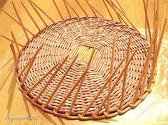 Неоднократно меня спрашивали, как я плету подносы... Выпал случай сфотографировать процесс...  фото 11