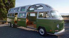 De meeste Volkswagen busjes worden in tact gehouden, deze eigenaren maken complete kunstwerken van hun originele Volkswagen busjes