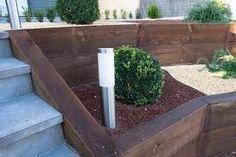Image result for como hacer un muro de retencion de madera exterior para jardin