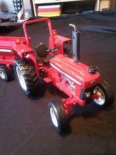 Tonka Red Tractor with Wagon 1:64 Hasbro 2001 Maisto Red Farm Toy