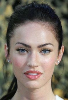 Oval Facial Type The contour and proportions of the oval face shape form the basis and ideals for evaluating and modifying all other facial types. Facial contour: the oval face is about one and a half times longer than it's width across the brow. The forehead is slightly wider than the chin. A person with an oval face can wear any hairstyle unless there are other considerations, such as eyeglasses, length, shape of nose, or profile.