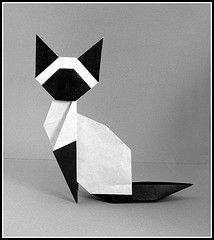 I love the shape of this kitty by Makoto Yamaguchi.
