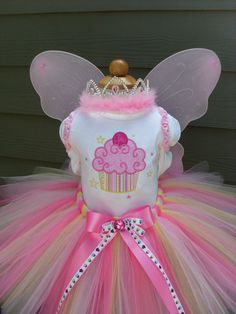 Custom Tutus CUPCAKE STARSpinkaliciousany by fairyfashions on Etsy, $65.00-dress your princess for her party.