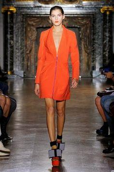 JOHN GALLIANO - LE DÉFILÉ PRINTEMPS-ÉTÉ 2014 – FASHION WEEK DE PARIS http://fashionblogofmedoki.blogspot.be/2013/10/john-galliano-le-defile-printemps-ete.html