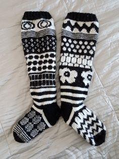 Marimekko -sukat ystävälle Crochet Socks, Knitting Socks, Knit Crochet, Textile Patterns, Knitting Patterns, Floral Patterns, Marimekko Fabric, African Textiles, Wool Socks