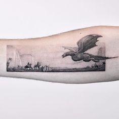 Game of Thrones par un tatoueur itinérant Edit Paints ( . - Game of Thrones von einem reisenden Tätowierer Edit Paints ( …, Game of Thrones par un tatoueur itinérant Edit Paints ( …, Old Tattoos, Arrow Tattoos, Body Art Tattoos, Small Tattoos, Sleeve Tattoos, White Tattoos, Tiny Tattoo, Tatoos, Game Of Thrones Tattoo