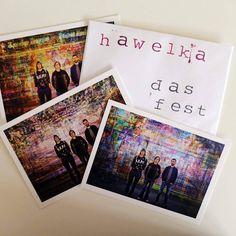 Auf jeder Postkarte ist ein Song-Downloadlink drauf und ein Album-Bundle gibt's auch: hawelka-band.de/shop